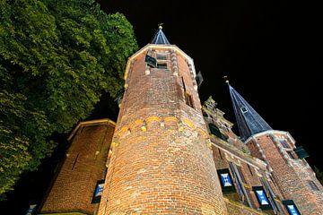 Photo de nuit Broederpoort à Kampen sur Anton de Zeeuw