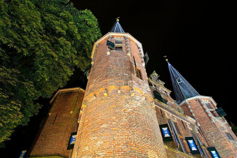 Nachtfoto Broederpoort te Kampen van Anton de Zeeuw