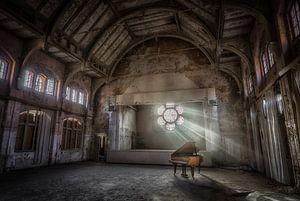 Klavier mit Sonnenlicht