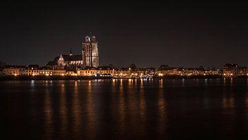 Grote Kerk Dordrecht aan de Oude Maas van Danny van der Waal