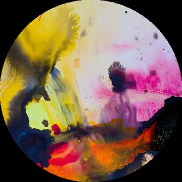 Macrofotografie Acryl Pouring Geel zwart roze en rood van angelique van Riet