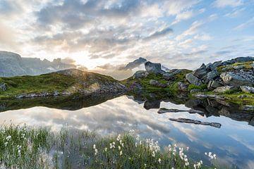 Spiegelend bergmeer van Jeroen Kleiberg
