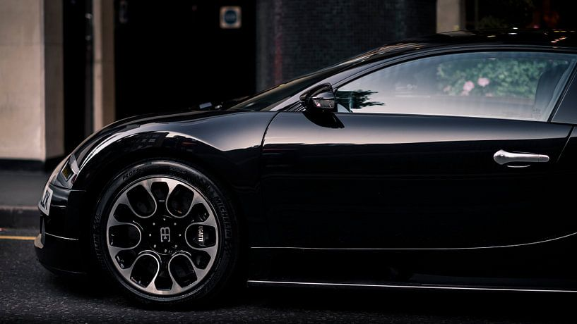 zwarte Bugatti Veyron in Londen van Ansho Bijlmakers