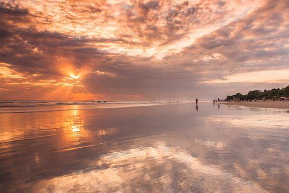 Bali sunset van Ilya Korzelius