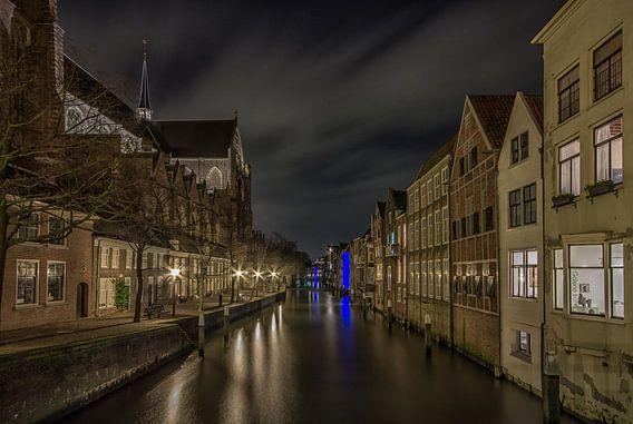 Grote Kerk en Pottenkade in Dordrecht in de avond - 3