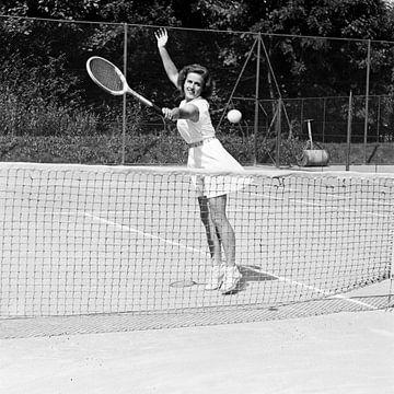 Switzerland Tennis Pierrette Dubois, 1944 (b/w photo)