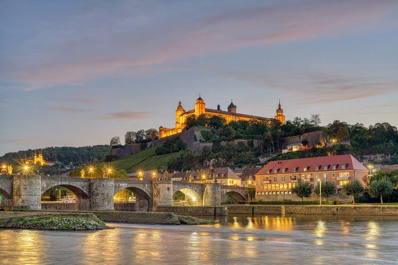 Würzburg am Abend von Michael Valjak
