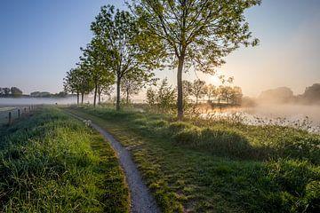 Sonnenaufgang während einer Taufahrt entlang der Leie in Wevelgem - Westflandern von Fotografie Krist / Top Foto Vlaanderen