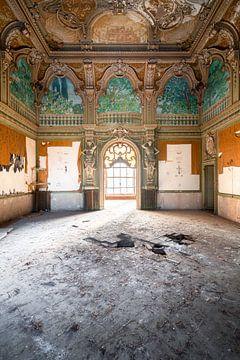 Villa abandonnée avec fenêtre. sur Roman Robroek