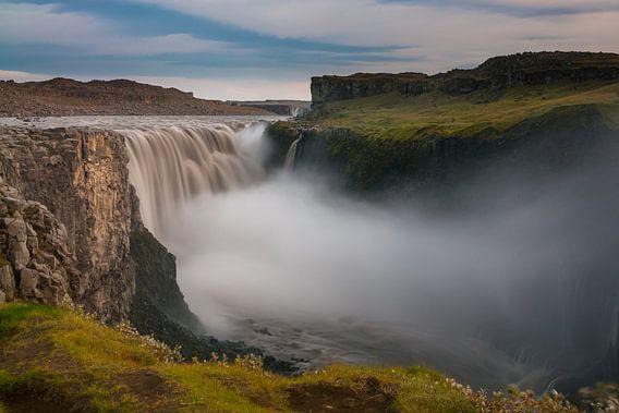Dettifoss, de krachtigste waterval van IJsland van Gerry van Roosmalen