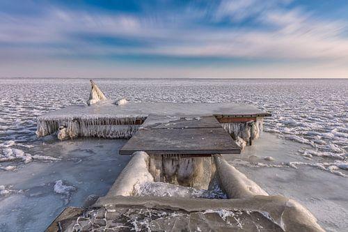 Bevroren steiger aan het Markermeer