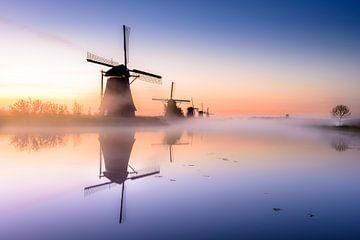 Die Windmühlen von Kinderdijk während eines Frühlingssonnenaufgangs von Alexander Mol
