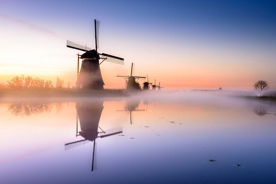 Zonsopgang boven de oer-Hollandse molens van Kinderdijk