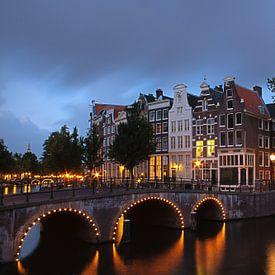 Les canaux de la ville, sa Place du Musée, ses champs de tulipes et célèbres moulins