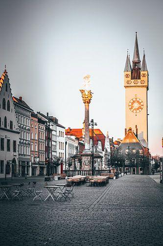 Wunderschönes Abendlicht in der Stadt Straubing Stadtplatz