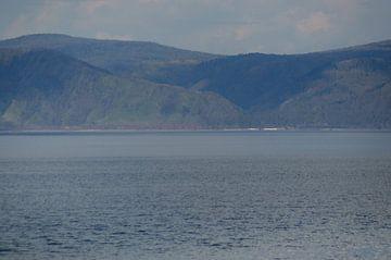 lake Baikel met bergen 2 von Robert Lotman