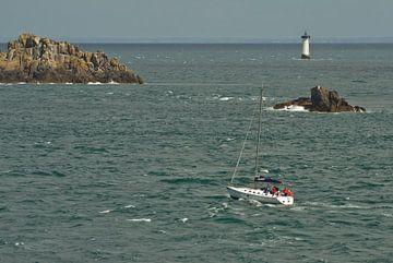 Zeilboot bij la Pointe du Grouin van Remco Swiers