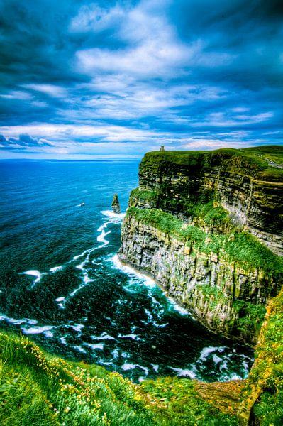 O' Brien's Tower, Cliffs of Moher, The Burren, Ireland van Colin van der Bel