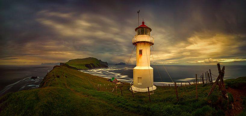 Mykinesholmur lighthouse van Wojciech Kruczynski