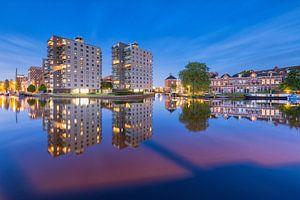 Winschoterkade in Groningen na zonsondergang van