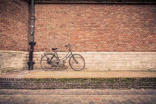Fiets tegen de kerk in Leiden