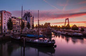 Sonnenaufgang im Weinhafen von Ilya Korzelius