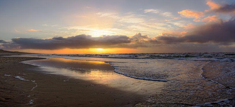 Golven aan de kust van Dirk van Egmond