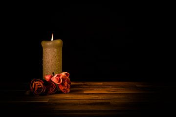 Kaars met rozen sur Dennis Graafland