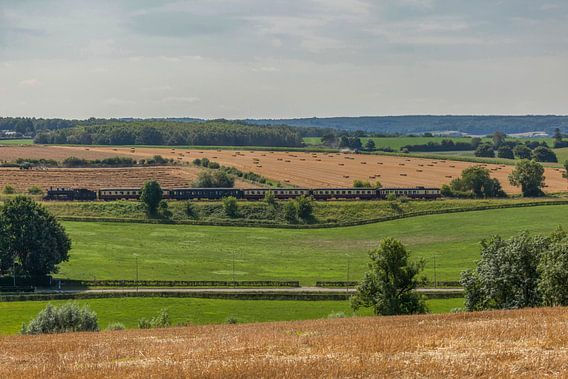 Train à vapeur à travers les collines du sud du Limbourg