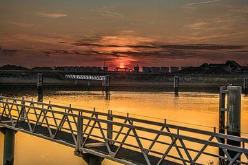 Zonsondergang bij de Lorentszsluizen bij Cornwerd in Friesland van Harrie Muis