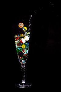 Knikker in glas _4 van Henry Nijen Twilhaar