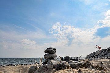 Steinturm am Strand von Vitt auf Rügen von GH Foto & Artdesign