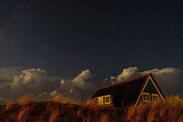 Dünenhaus unter dem Sternenhimmel Vlieland von Vlielandplaatjes