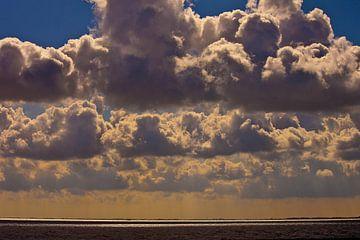 Wolken boven de Waddenzee van Kees Maas