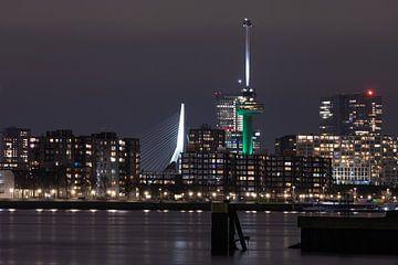 De skyline van Rotterdam met de Erasmusbrug en Euromast