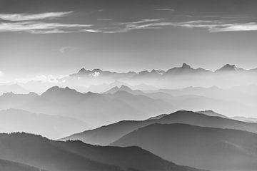 Berglandschaft in Schwarz/Weiß von Coen Weesjes