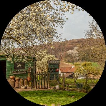 Schuurtje op het platteland in Zuid-Limburg van John Kreukniet