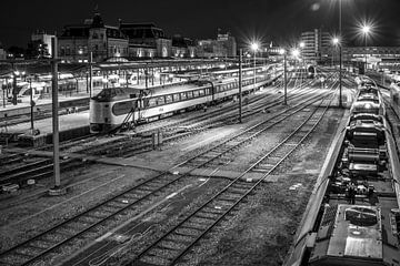 Station Groningen, Rangeerstation bij nacht (zwart-wit) van Klaske Kuperus