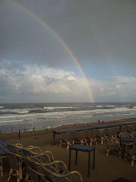 Regenboog aan de zee van Chantal Koper