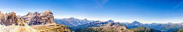 Vue depuis le sommet de la montagne Falzarego dans les Dolomites sur Rene Siebring