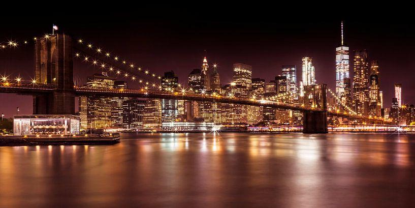 Night Skyline Manhattan Brooklyn Bridge von Melanie Viola