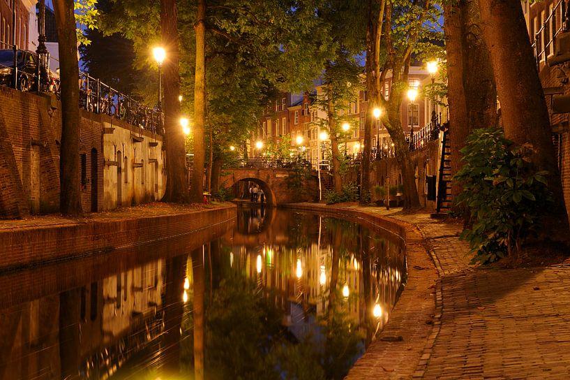 Nieuwegracht in Utrecht tussen Pausdambrug en Paulusbrug van Donker Utrecht