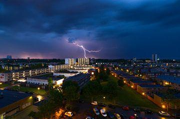 Blitzschlag während eines Gewitters von Marcel Kerdijk