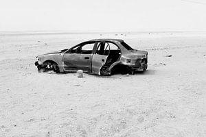 Achtergelaten retro autowrak woestijn, Namibie