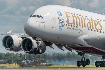 Take-off! Een Airbus A380 van Emirates stijgt op van de Polderbaan. van Jaap van den Berg