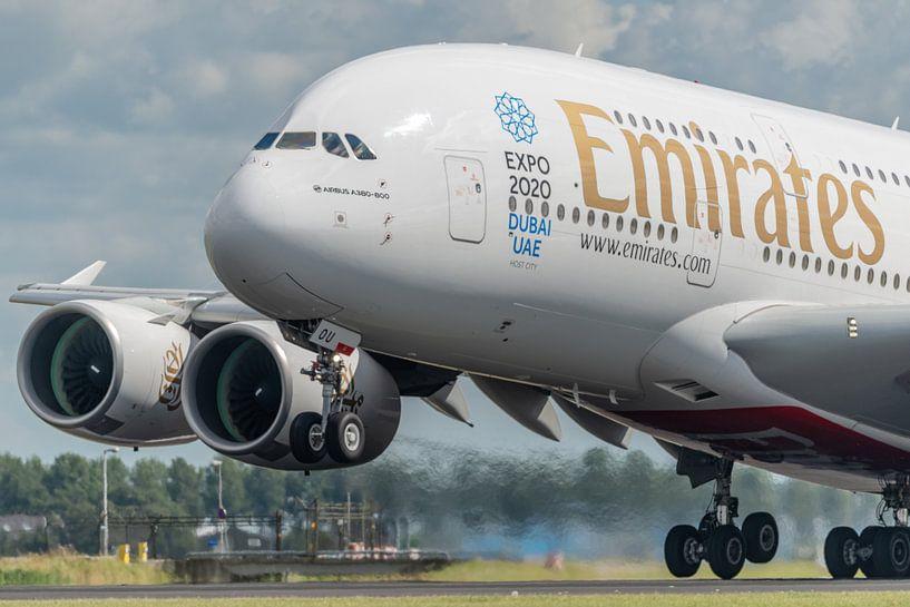 Abheben! Ein Emirates Airbus A380 hebt von der Polderbaan ab. von Jaap van den Berg