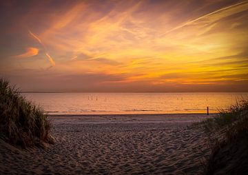 Zonsondergang duinen strand Hellevoetsluis
