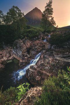 Schottland Glen Etive Mor im Glencoe Tal zum Sonnenuntergang von Jean Claude Castor