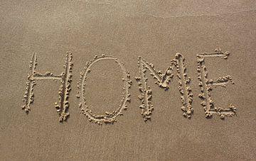 Home geschreven in zand van MSP Canvas