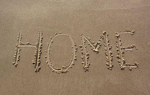 Home geschreven in zand van MSP Photographics